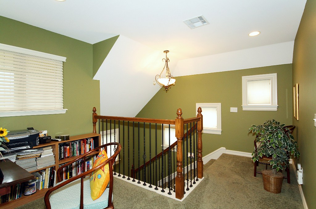 alcove at top of stairs in 4-bedroom tulsa home for sale in jenks schools