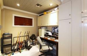 Garage apartment office area