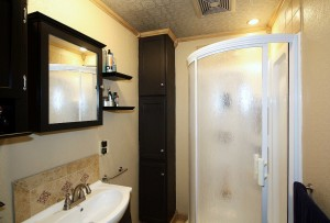Garage apartment full bath