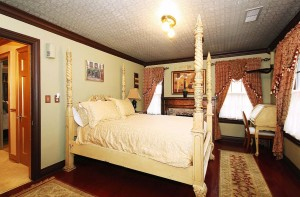 North-west bedroom with fireplace, walk-in closet and access to balcony