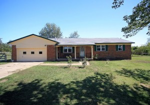 3 bedroom brick home on acreage in Owasso schools