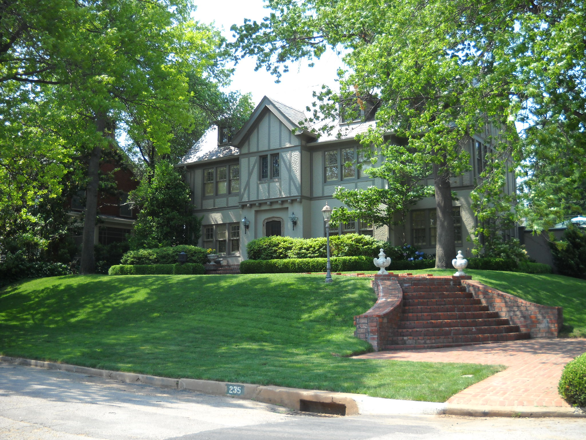 Midtown Tulsa Luxury Homes Market Report Year End 2011
