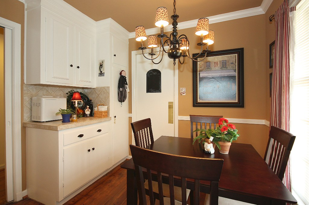 Gourmet kitchen and breakfast nook