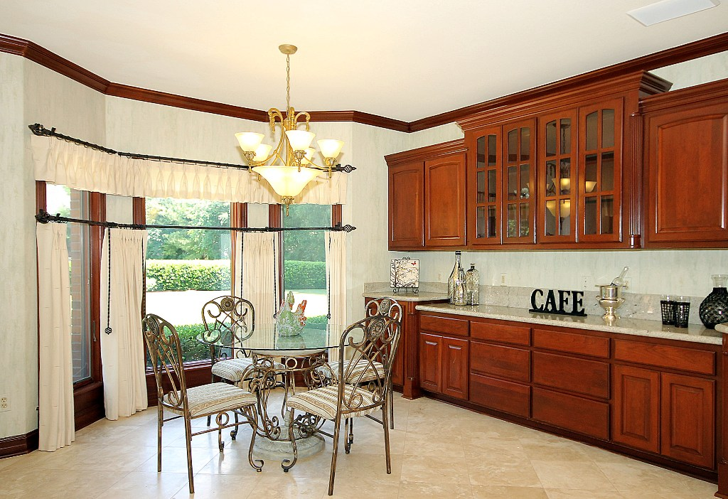 Kitchen breakfast nook by bay window