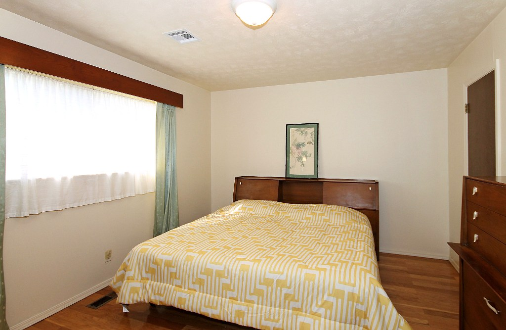 Updated 3 bed 2 bath 2 car home for sale in heart of tulsa midtown tulsa real estate Master bedroom with two full beds