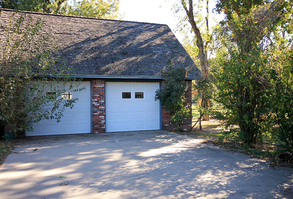 tulsa home for sale with second detached 2-car garage with private drive