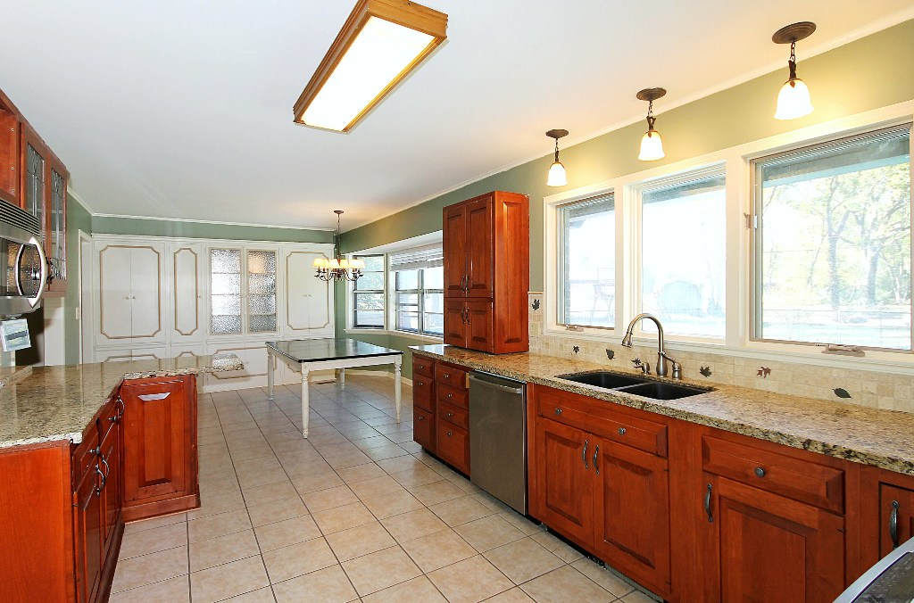 tulsa home for sale on 1+ acre with large updated kitchen