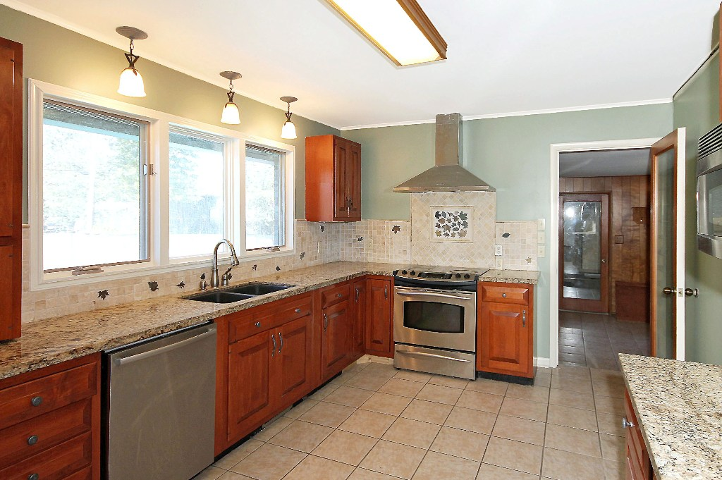 tulsa home for sale with fenced acre and swimming pool - updated kitchen