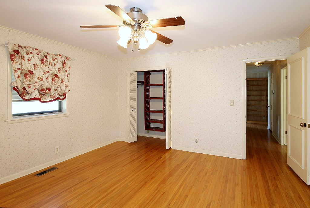 Tulsa home for sale with pool and acreage and master bedroom on first level