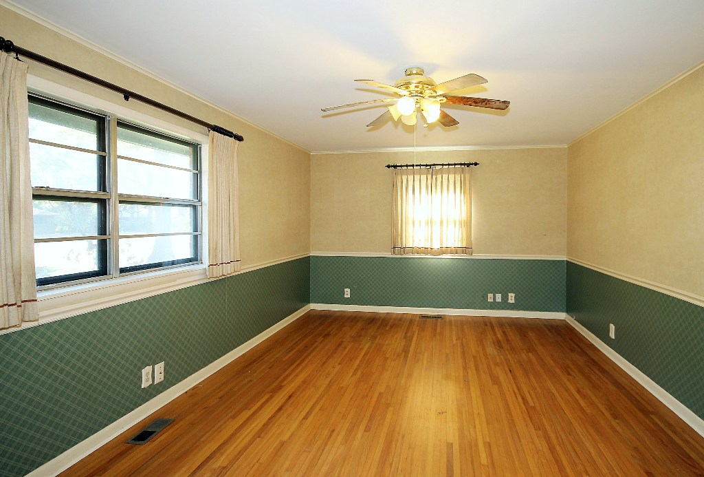 tulsa home for sale with two bedrooms on first floor