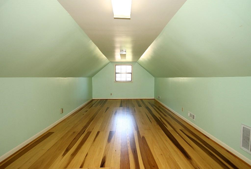 tulsa home for sale on 1+ acrew with hidden playroom