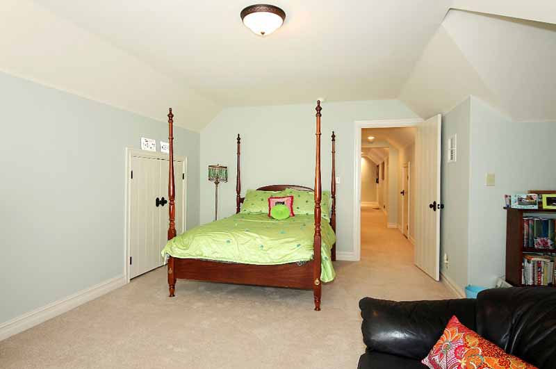 large bedroom on 2nd floor