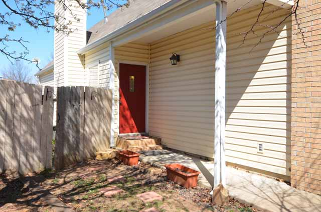 image of covered porch in Broken Arrow home for sale