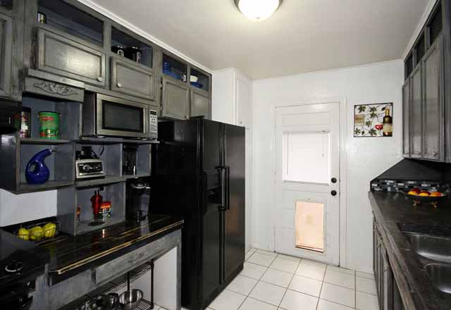 kitchen showing nooks and appliances