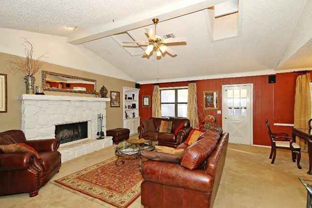 Contemporary 3 Bedroom Tulsa Home In Union School District