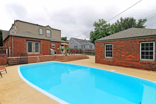 Updated Florence Park With Pool Blend Of Vintage With