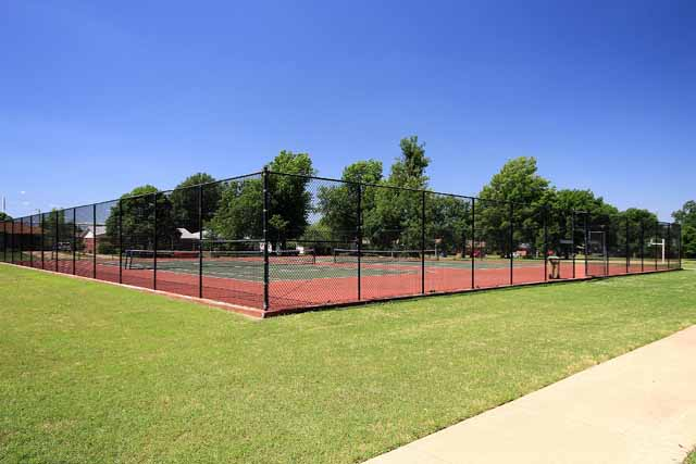 neighborhood tennis courts