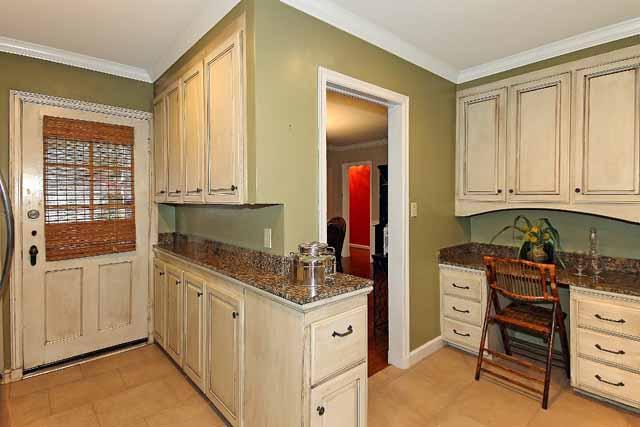 kitchen showing desk