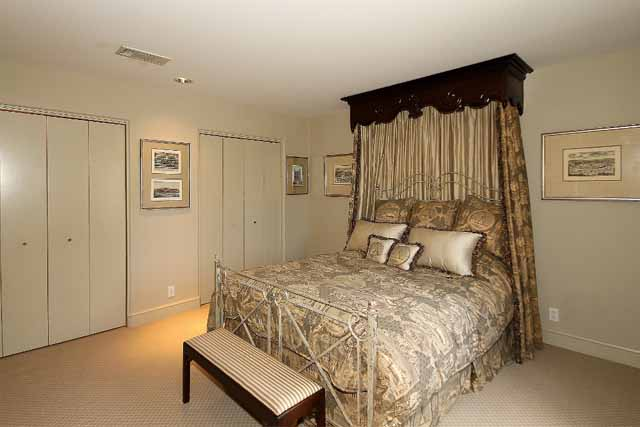 16 bed 2 up showing closets