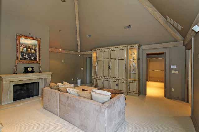 20 master bedroom towards closets