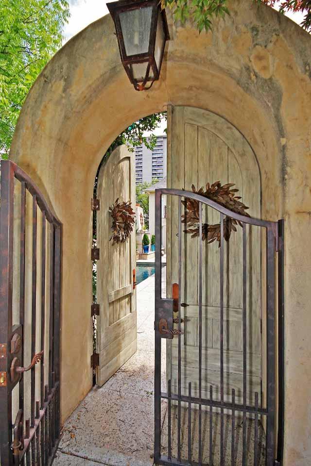 3 courtyard entrance