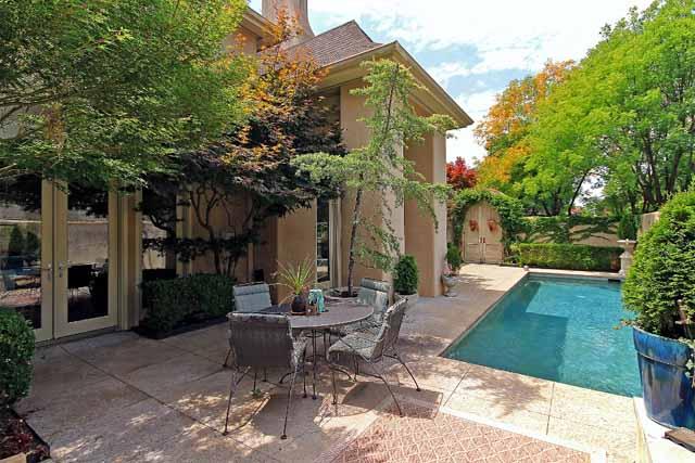 6 courtyard pool