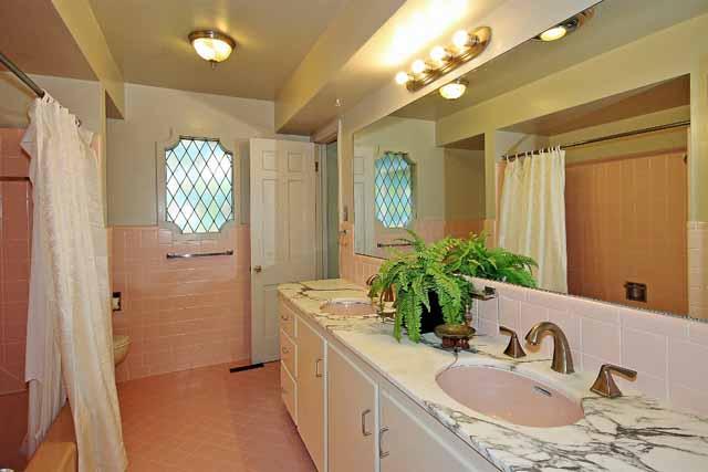 hall pullman bath