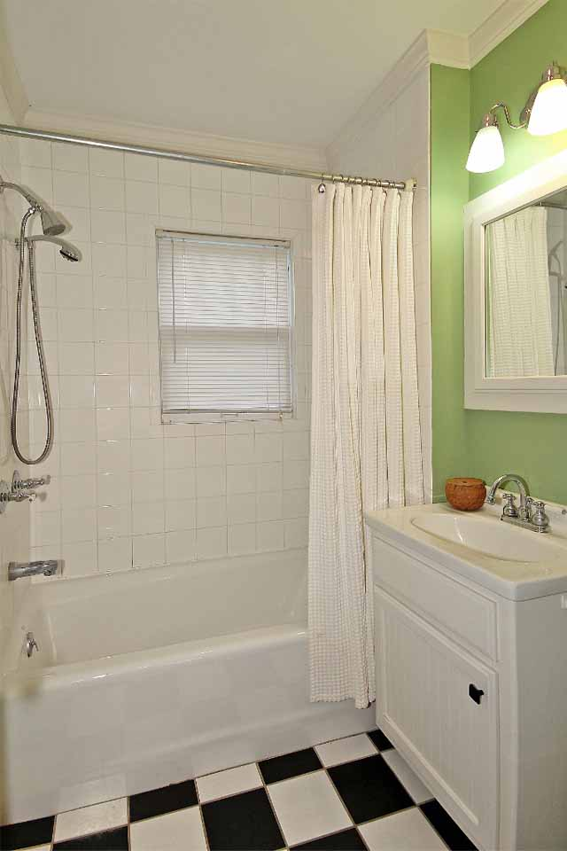 full bathroom in midtown tulsa home for sale