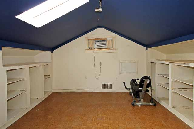 attic area used as bedroom or gameroom
