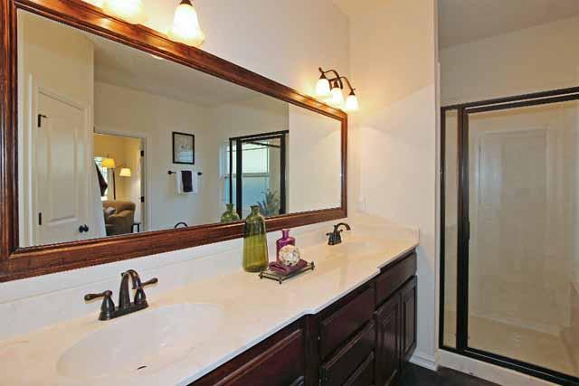 master bath showing vanity